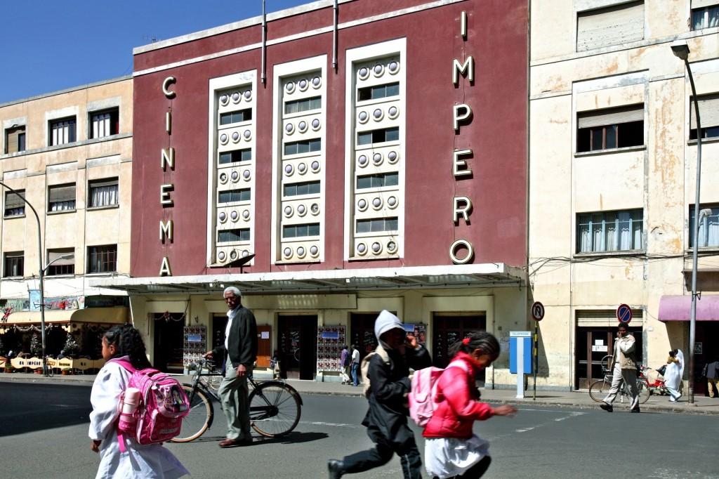 004 Eritrea b zanzottera cinema impero