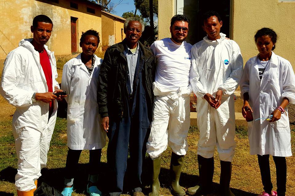 ©-Michele-Schiavitto-Asmara-il-dott.-Schiavitto-con-un-gruppo-di-tecnici-eritre